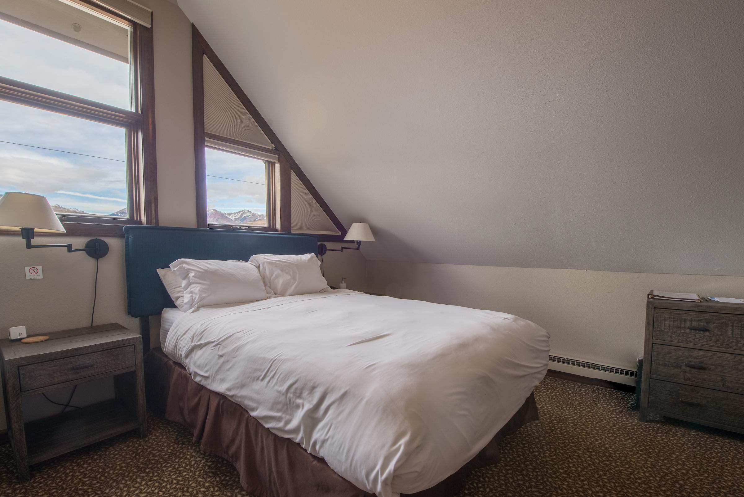 Room #15 - 3rd Floor Queen with NO Balcony