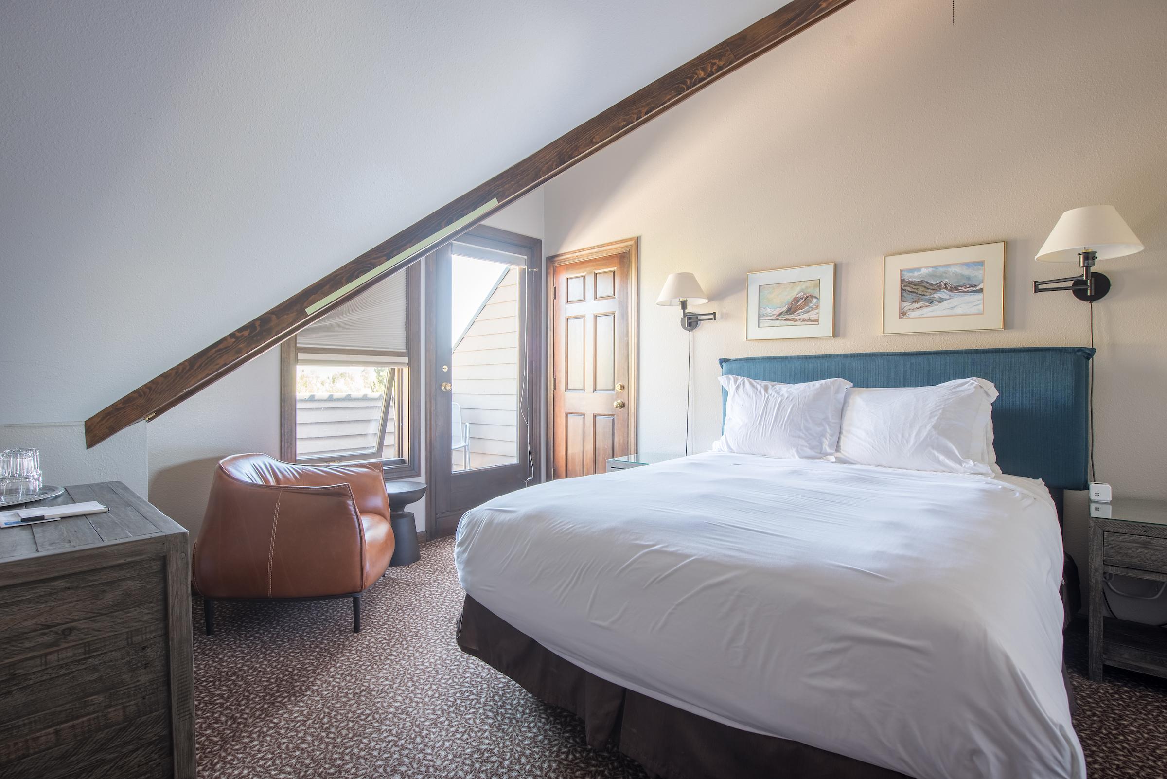 Room #16 - 3rd Floor Queen Balcony
