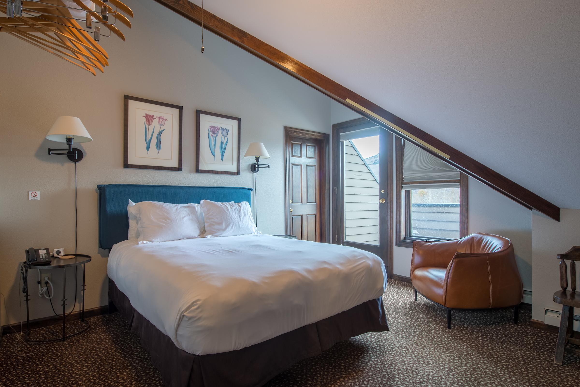 Room #19 - 3rd Floor Queen Balcony